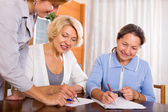 Women consulting at insurance agent — Stock Photo