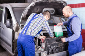 Two car mechanics at workshop — Stock Photo