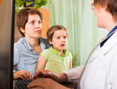 Doctor examining child — Stock Photo
