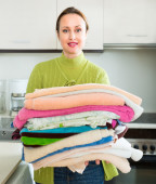 Wife doing laundry — Stock Photo