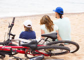 Smiling parents with teenager on beach — Foto Stock