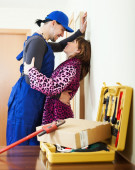 Plumber having flirt with young girl — 图库照片