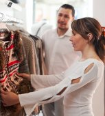 Smiling couple choosing clothes — Foto de Stock