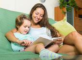 Mother and child reading book — Stock Photo