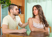 Man tries reconcile with woman — Stock Photo
