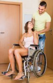Couple with female in wheelchair near doors — Photo