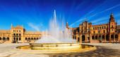 Plaza de espana z fontanną — Zdjęcie stockowe
