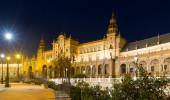 Central building of Plaza de Espana in midnight — Stock Photo