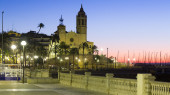 Dawn view of  church at   Sitges — Stock Photo