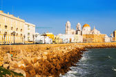 Cathedral and ocean coast in Cadiz — Stock Photo