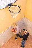 Mature couple playing basketball — Stock Photo