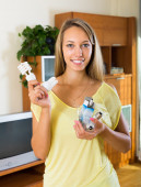 Housewife holding light bulbs — Stock Photo