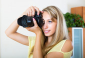 Camerawoman taking images indoor — Stock Photo
