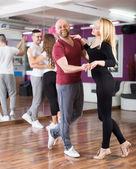 Group dancing in club — Stock Photo