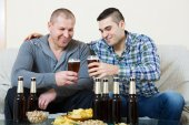 Two man with beer sit and talk — Stock Photo