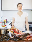 Woman cooking seafood at domestic kitchen — Stock Photo