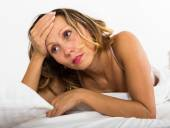 Upset woman laying in bed — Stock Photo