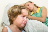 Crying child and mother having quarrel — Stock Photo