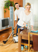 Family dusting and hoovering — Stock Photo