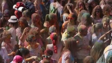 People at Festival de los colores Holi — Stock Video