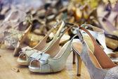 おしゃれなお店で女性の靴 — ストック写真