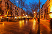 Evening view of Rambla in Barcelona — Stock Photo