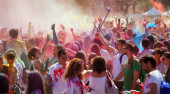 People at  Festival of colors Holi Barcelona — Stock Photo