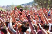 Crowd of people at Festival Holi — Stock Photo