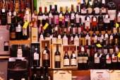 Alcohol store in Logrono. — Stock Photo