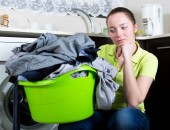 Unhappy girl with dirty clothes — Stock Photo