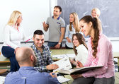 Graduates consulting with lecturer — Stock Photo