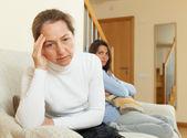 мать и дочь после ссоры — Стоковое фото