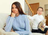 Mother tries reconciliation with daughter — Stock Photo