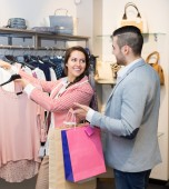 Spouses while shopping at boutique — Stock Photo