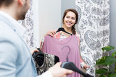 Couple at boutique changing cubicle — Stockfoto