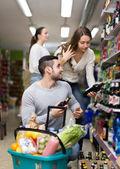 Customers shopping in liquor store — Stock Photo