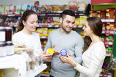 People at the grocery store — Stockfoto