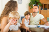 Children watching parents abusing — Stock Photo