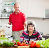 Man  and  woman  doing chores — Stock Photo
