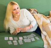 Blonde playing game of cards — Stock Photo
