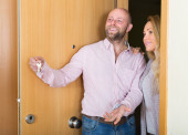Agent showing to female apartment — Stock Photo