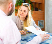 Couple reading insurance contract — Stock Photo