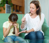 Woman scolds the child — Stock Photo