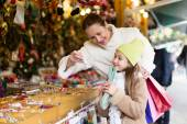 Shopping at the Christmas market — Stock Photo