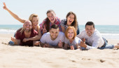 Adults relaxing at sandy beach — Stock Photo