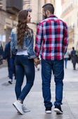 Couple walking down the street — Stock Photo