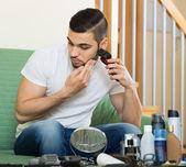 Man   shaving beard with trimmer — Stock Photo