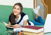 Ödev genç kız — Stok fotoğraf
