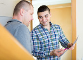 Two neighbors talking — Stock Photo