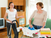 Daughter with  mother cleaning — Stock Photo